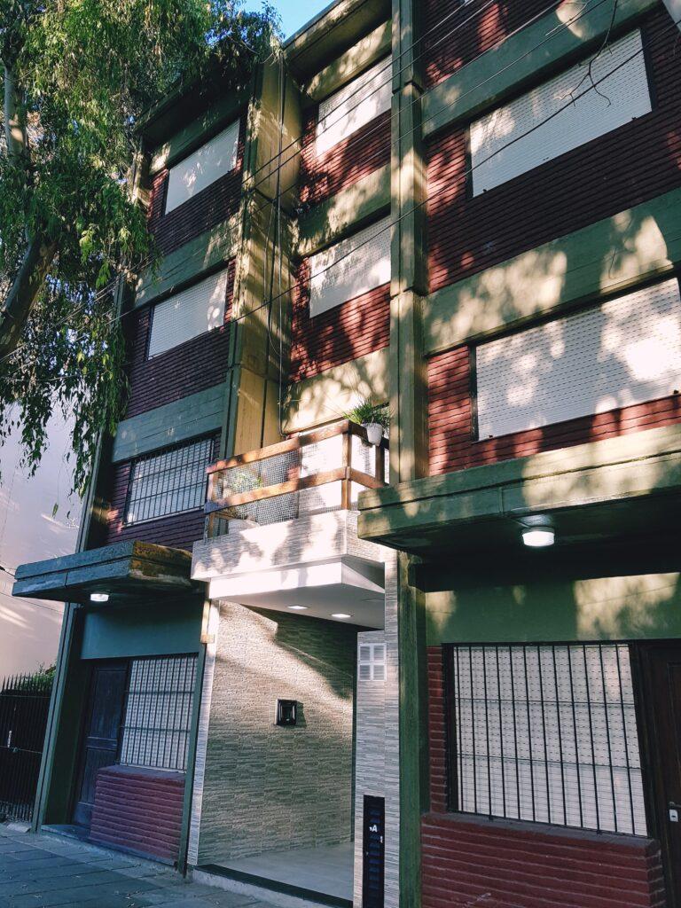 2 ambientes – La Rioja 2551 – Gran patio