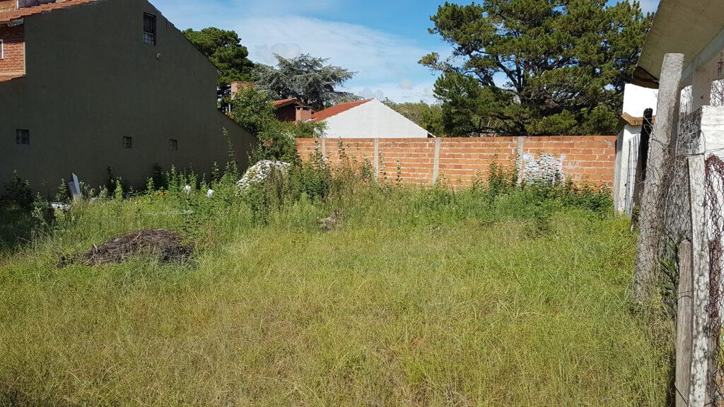 Terreno de 15 x 18 x 23 – Zona residencial de categoria