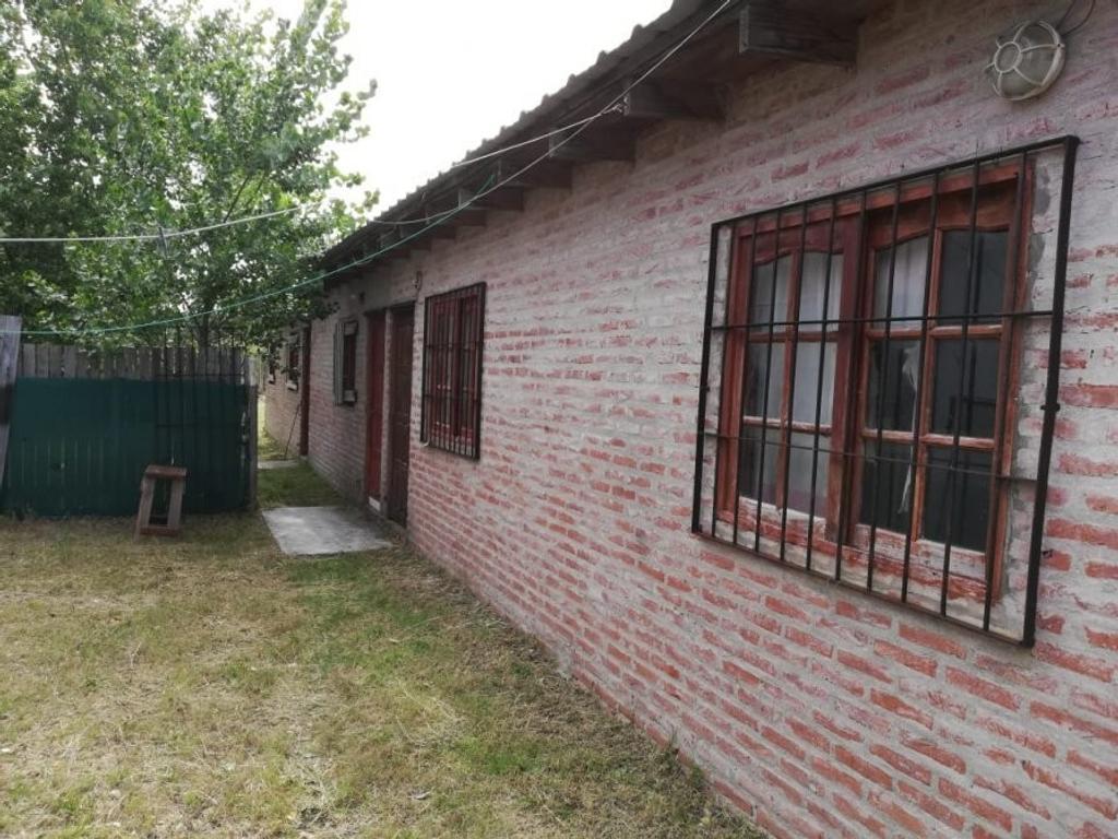 Habitaciones y depto. sobre terreno de 10 x 40